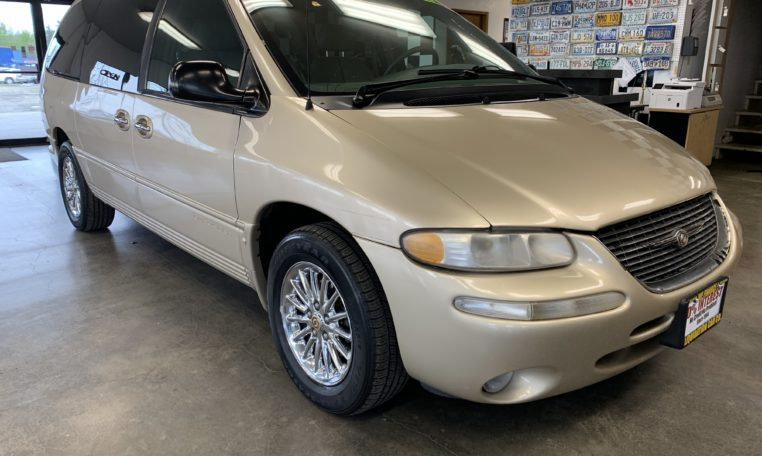 1999 chrysler town and country liquidation car company liquidation car company